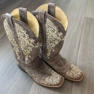 Corral Brown Embroidered Square Toe Boots